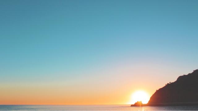 海の向こうの朝日
